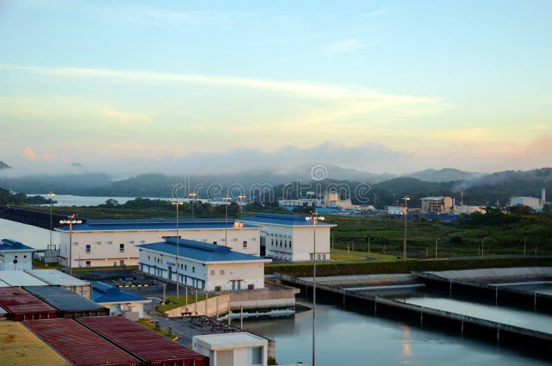 Las cerraduras de Cocoli ajardinan, Canal de Panam? imagenes de archivo