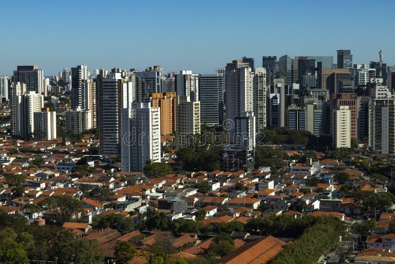 Las ciudades más grandes en el mundo Ciudad de Sao Paulo, el Brasil fotografía de archivo