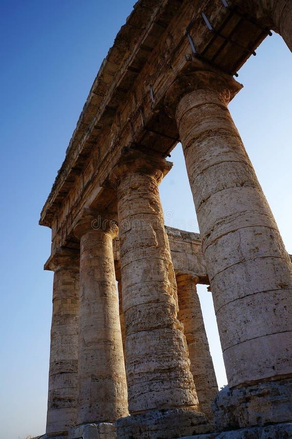 Las columnas del templo de Segesta en Sicilia imagen de archivo