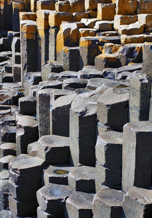 Las columnas hexagonales del basalto del terraplén de Giants imágenes de archivo libres de regalías