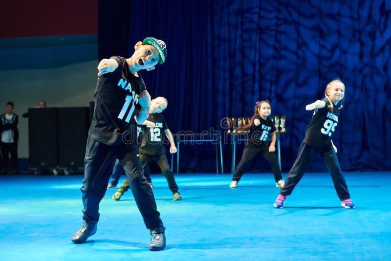 Las competencias de los niños de 'MegaDance' en coreografía, el 28 de noviembre de 2015 en Minsk, Bielorrusia foto de archivo