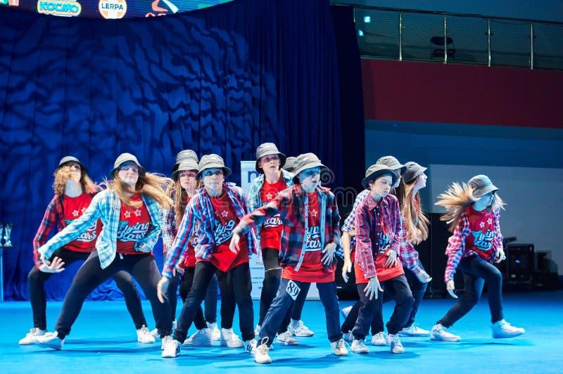 Las competencias de los niños de 'MegaDance' en coreografía, el 28 de noviembre de 2015 en Minsk, Bielorrusia fotografía de archivo
