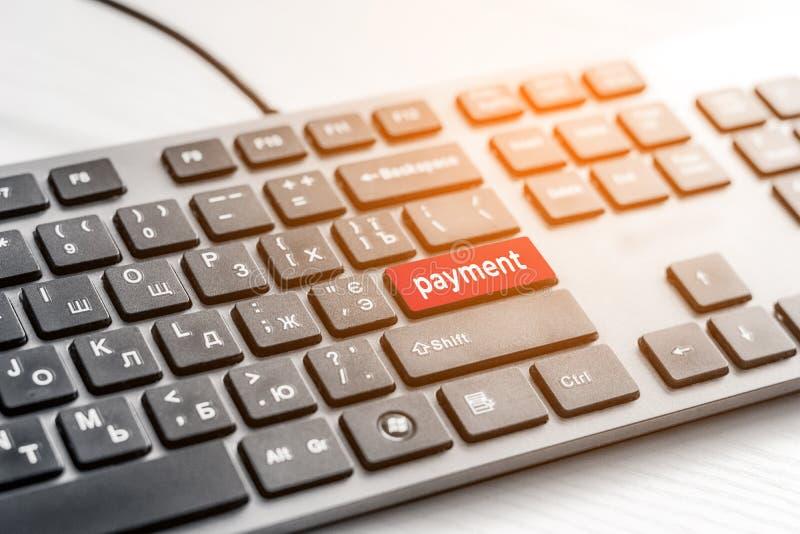 Las compras incorporan llave del botón en el teclado gris foto de archivo libre de regalías