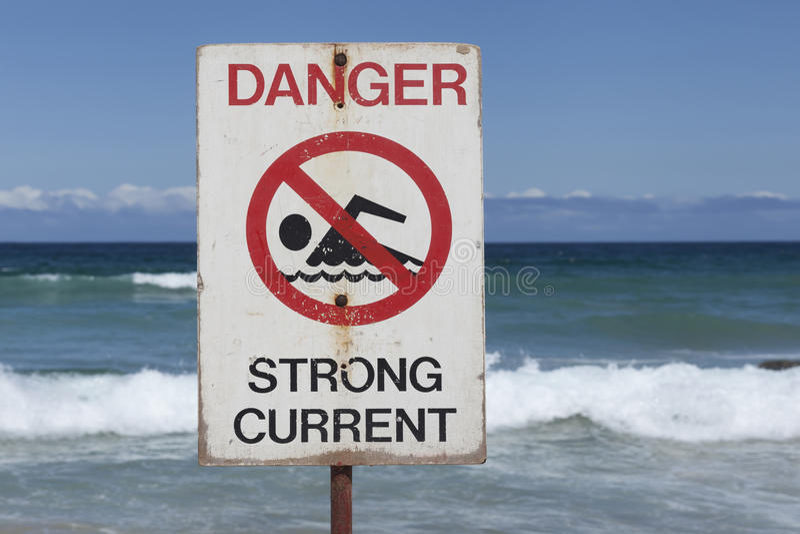 Las corrientes peligrosas firman en la playa de Bondi en Sydney, Australia imagen de archivo libre de regalías