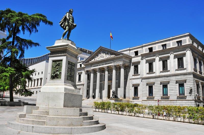 Las Cortes de de la plaza y congreso español de diputados en Madrid, fotos de archivo