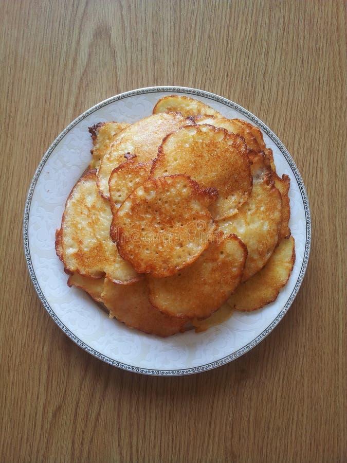 Las crepes de patata frieron delicioso ruso fotos de archivo
