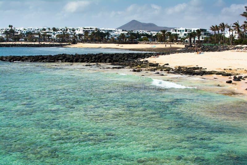 Las Cucharas strand i Costa Teguise, Lanzarote arkivbild
