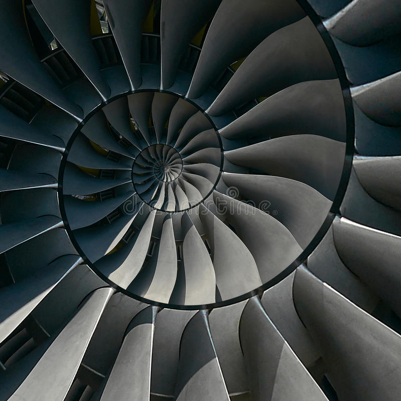 Las cuchillas de turbina se van volando el fondo espiral del modelo del fractal del extracto del efecto Fondo metálico espiral de fotografía de archivo libre de regalías