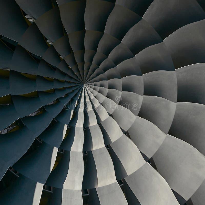 Las cuchillas de turbina se van volando el fondo metálico espiral Tu de la turbina de la producción industrial del espiral del fo foto de archivo libre de regalías