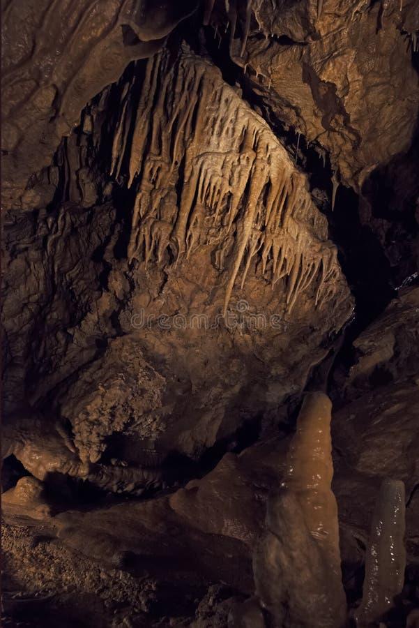 Las cuevas de la dolomía de Bozkov son el sistema más largo de la cueva de la República Checa que se crea en dolomías foto de archivo libre de regalías