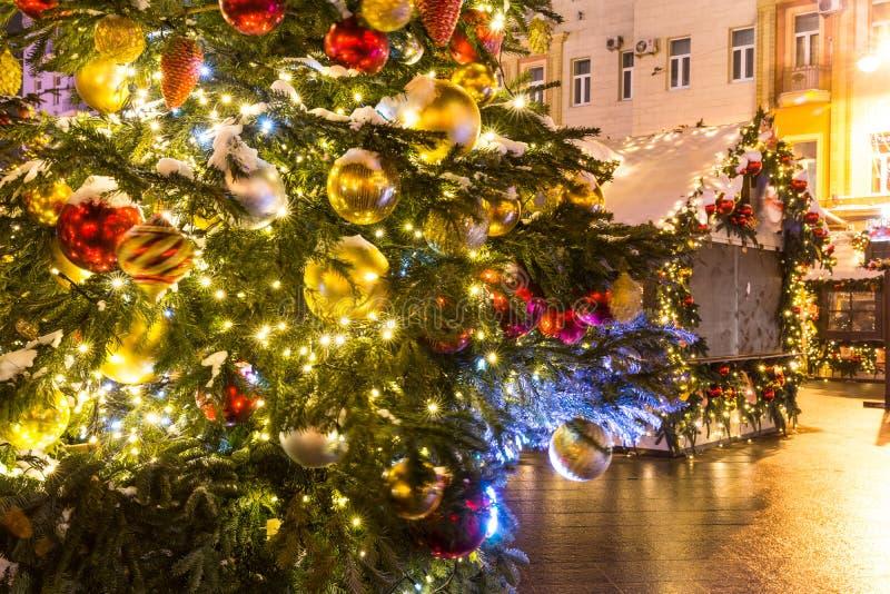 Las decoraciones de la Navidad de la ciudad en Tverskaya ajustan foto de archivo
