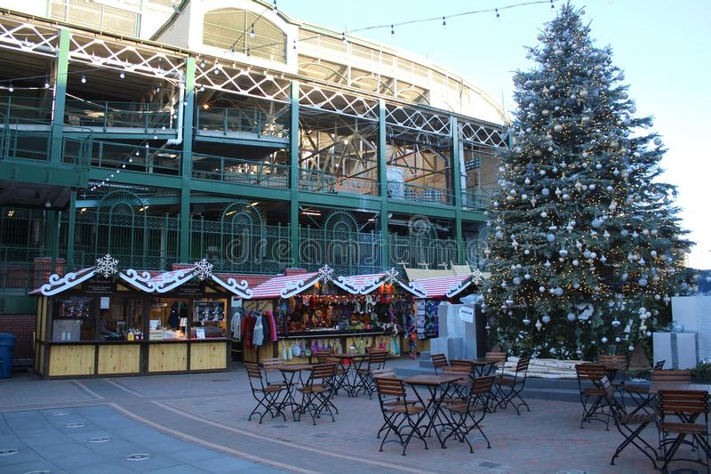 Las decoraciones de la Navidad en el parque en Wrigley, Chicago Cubs Wrigley colocan fotos de archivo libres de regalías