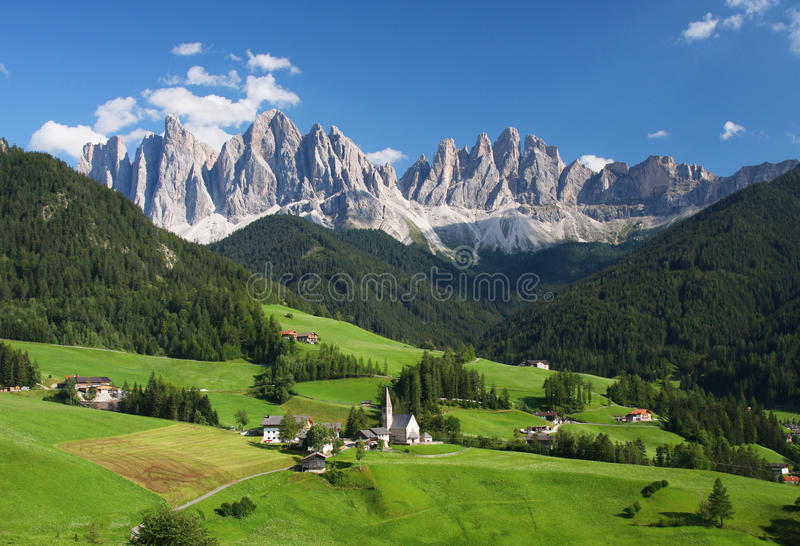 Las dolomías italianas en verano imagen de archivo libre de regalías
