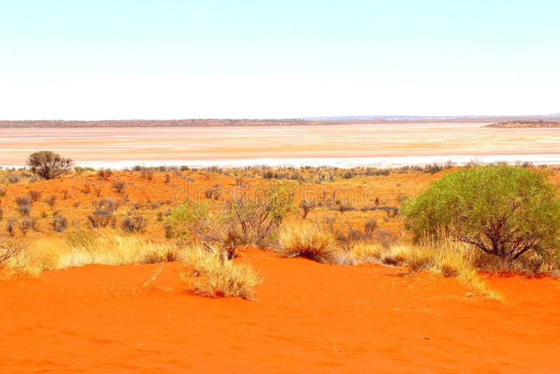 Las dunas del lago salt ajardinan cerca de Uluru, Australia imagenes de archivo