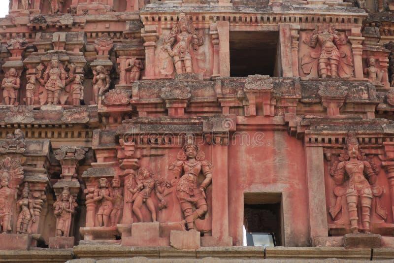 Las esculturas de la torre de la entrada principal del templo de Krishna, Hampi imagen de archivo libre de regalías