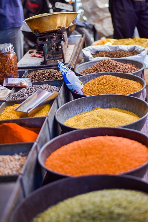 Las especias comercializan en Jodhpur, la India fotos de archivo