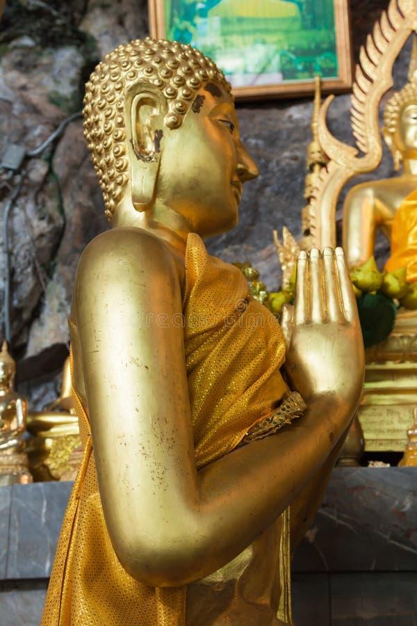 Las estatuas de Buda en el tigre excavan el templo cerca del krabi, Tailandia fotografía de archivo libre de regalías