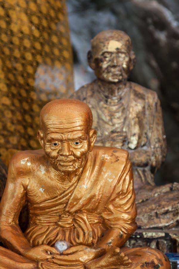 Las estatuas de Buda en el tigre excavan el templo cerca del krabi, Tailandia imágenes de archivo libres de regalías