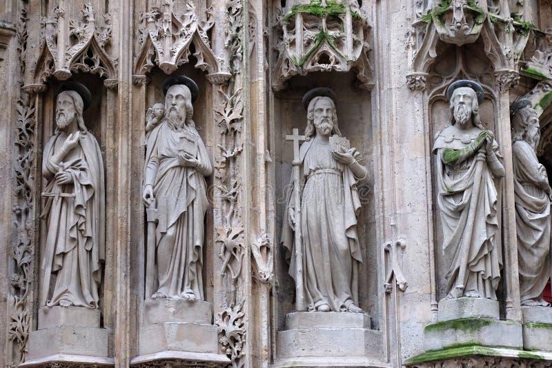 Las estatuas del ap?stol en el portal del santo Merri Church, Par?s foto de archivo libre de regalías