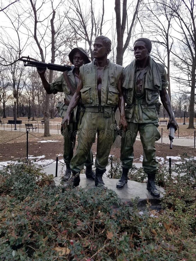 Las estatuas en el monumento de Vietnam foto de archivo libre de regalías