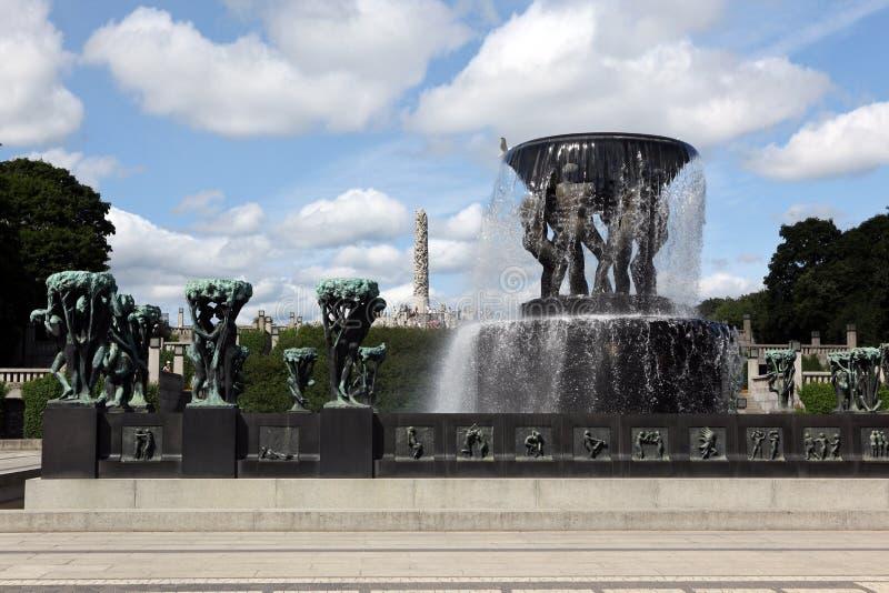 Las estatuas en Vigeland parquean en Oslo, Noruega imagen de archivo
