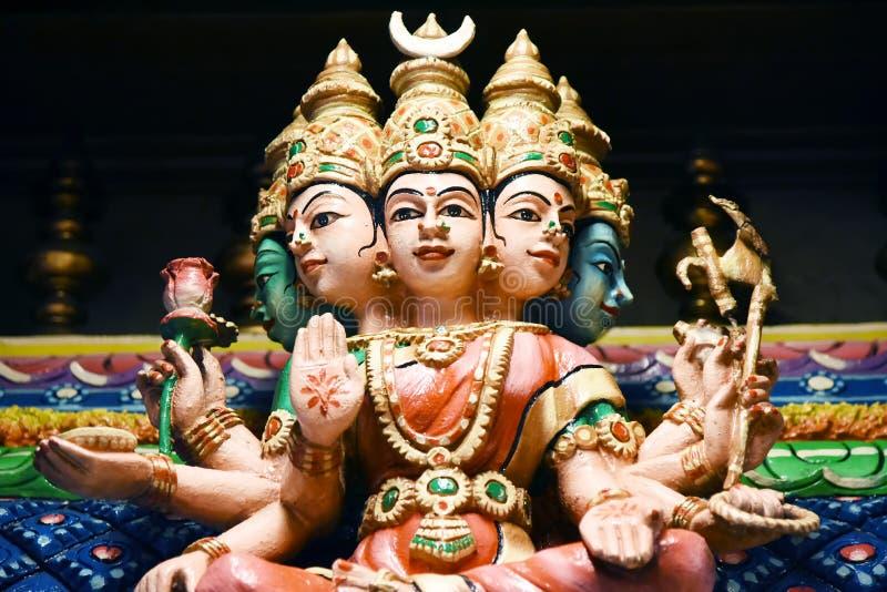Las estatuas hindúes en Batu excavan Kuala Lumpur Malasia foto de archivo libre de regalías