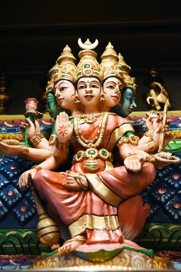 Las estatuas hindúes en Batu excavan Kuala Lumpur Malasia foto de archivo