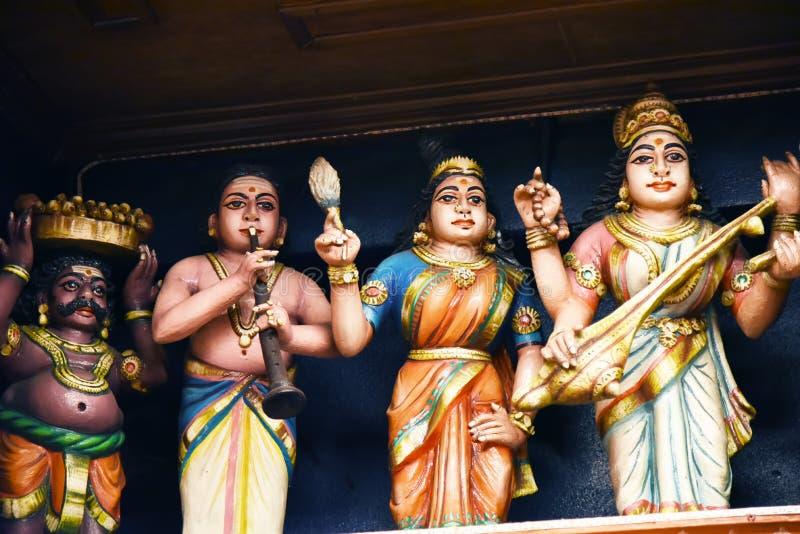 Las estatuas hindúes en Batu excavan Kuala Lumpur Malasia imagenes de archivo