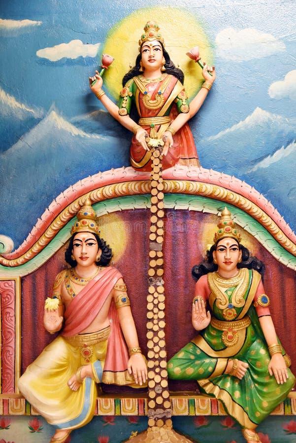 Las estatuas hindúes en Batu excavan Kuala Lumpur Malasia imagen de archivo