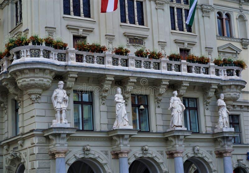 Las estatuillas en el ayuntamiento de Graz foto de archivo libre de regalías