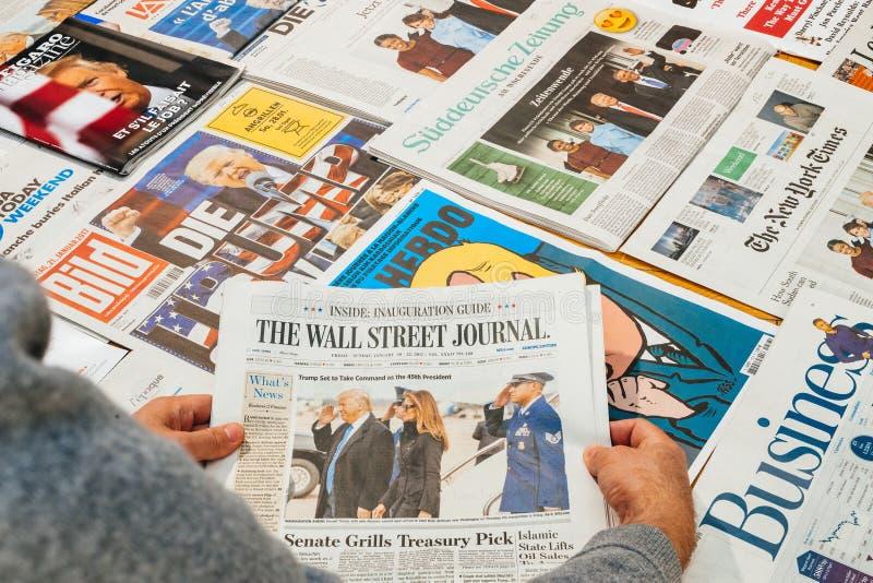 Las familias de Obama de Wall Street Journal y del triunfo imágenes de archivo libres de regalías