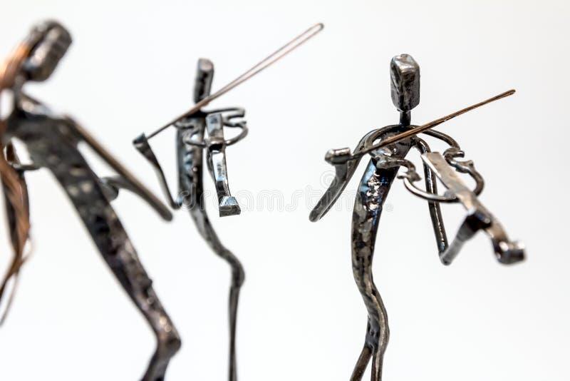 Las figuras creativas de los músicos, violinistas están tocando los violines, p fotos de archivo libres de regalías