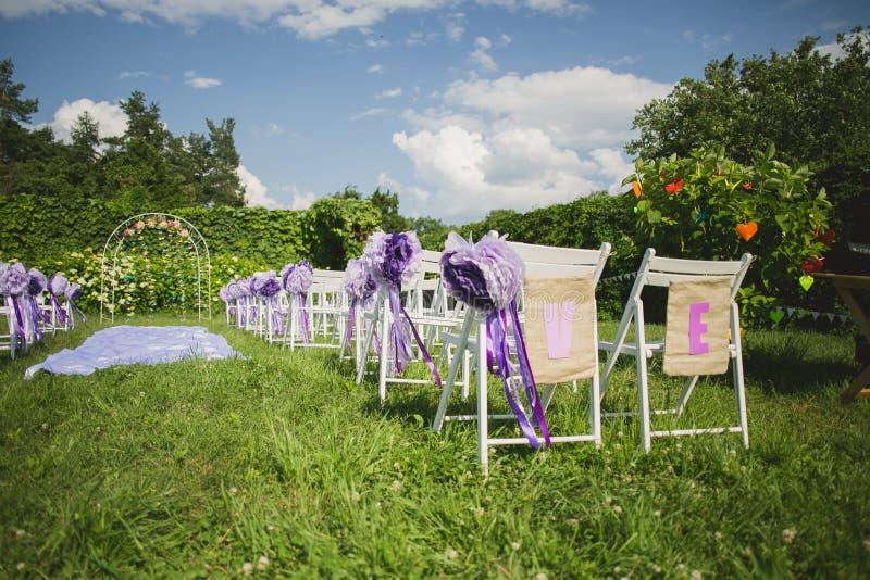 Las flores adornan una boda hermosa imágenes de archivo libres de regalías