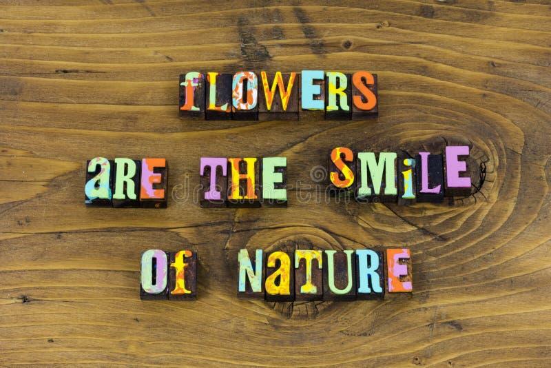 Las flores sonríen tipografía de la alegría de la belleza de la naturaleza fotos de archivo libres de regalías