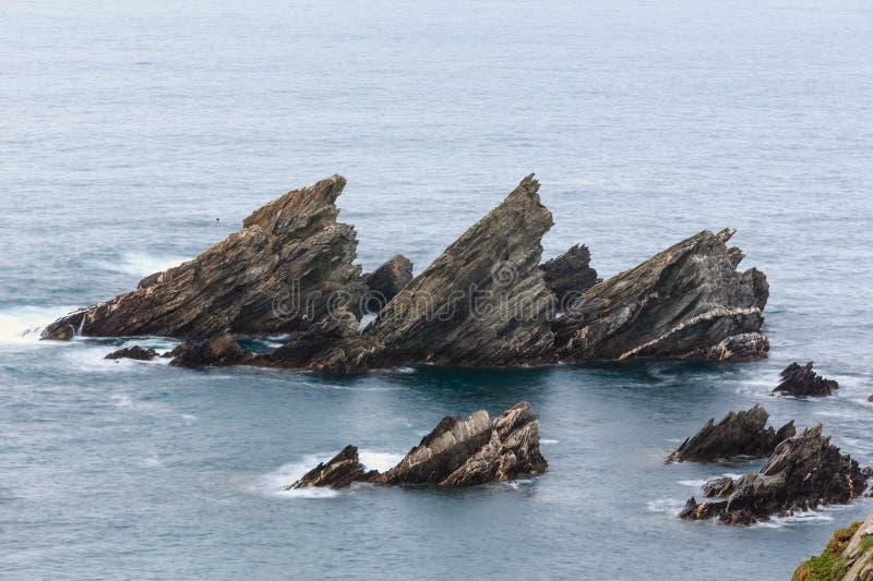 Las formaciones de roca cerca apuntalan imágenes de archivo libres de regalías
