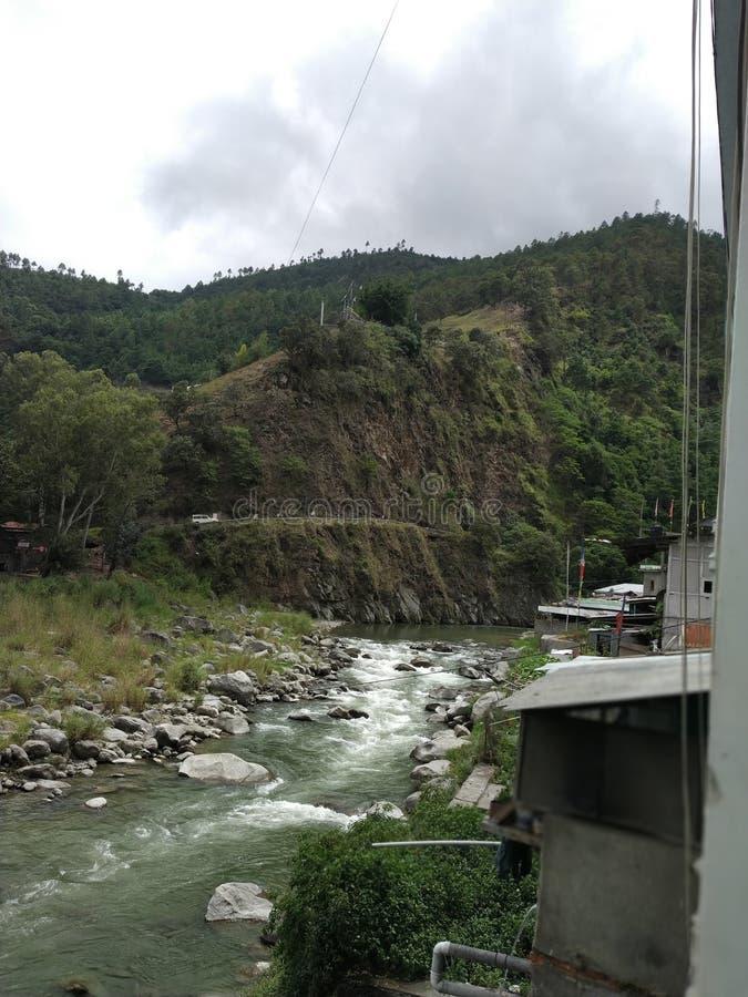 Las fotos indias es un lugar muy bonito de la opinión del río de la montaña y imagen de archivo libre de regalías