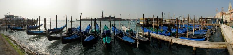 Las góndolas acercan a la plaza San Marco, Venezia imagen de archivo libre de regalías