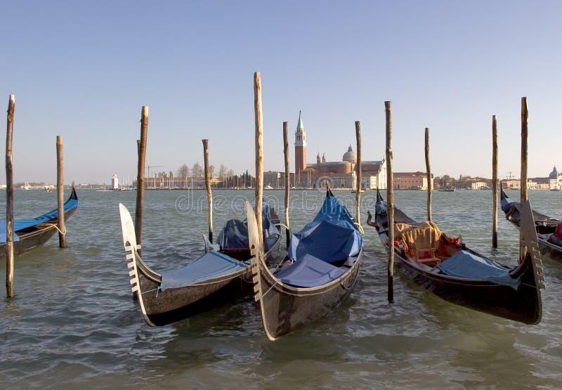 Las góndolas amarraron cerca de la plaza de San Marco, Venecia. fotografía de archivo