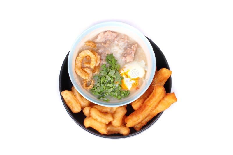 Las gachas de avena del arroz del ` s del cerdo sirvieron con el palillo frito de la pasta fotografía de archivo