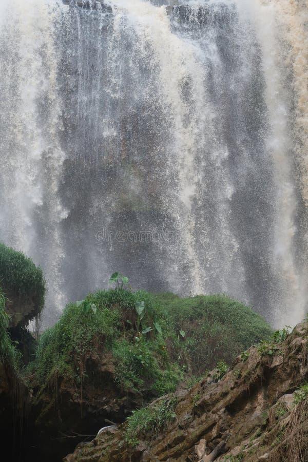 Las grandes cascadas y las rocas sedimentarias pieza 24 imagen de archivo