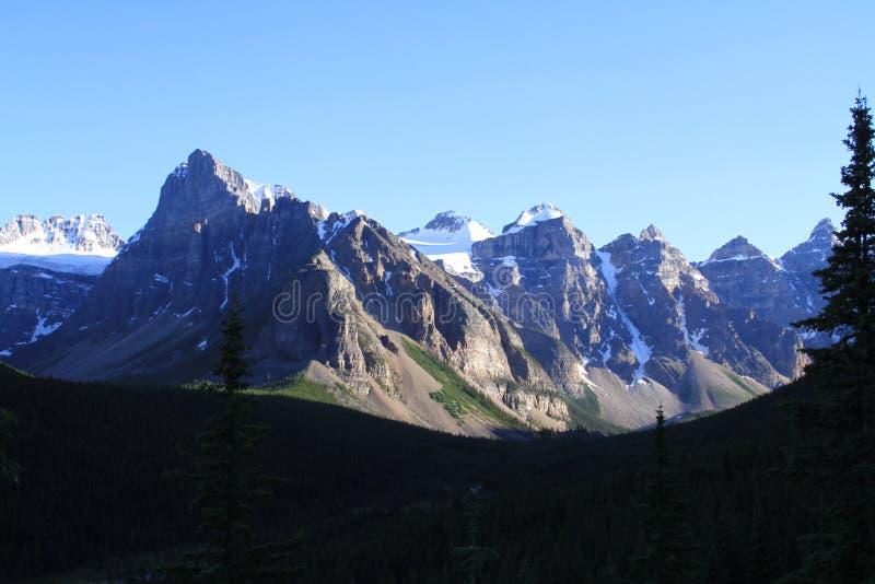 Las grandes montañas rocosas foto de archivo libre de regalías