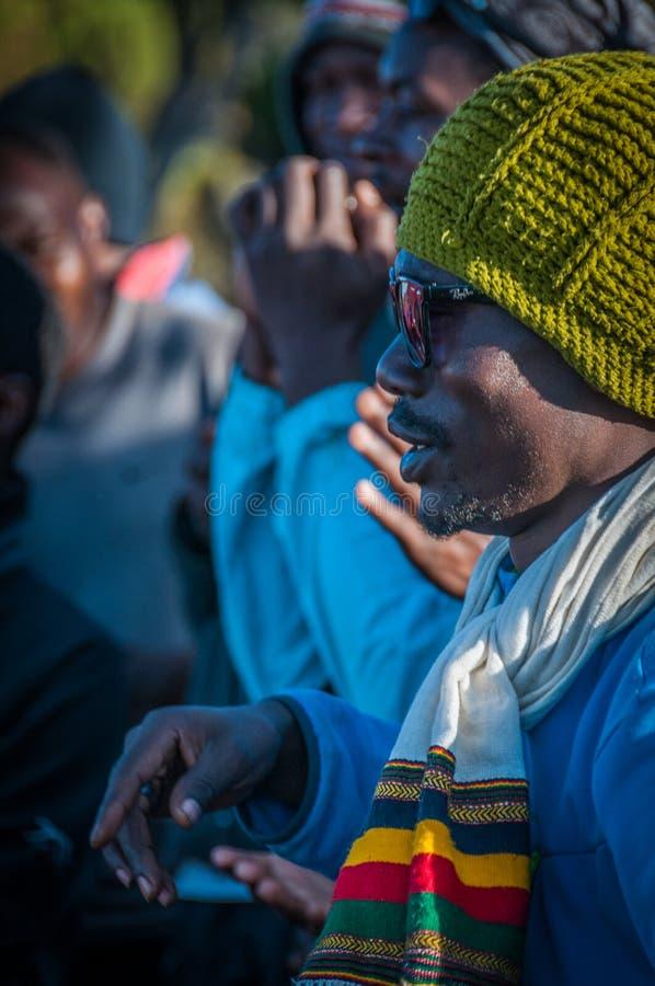 Download Las Guías Que Celebran En Kilimanjaro Foto de archivo editorial - Imagen de celebración, guía: 41911718