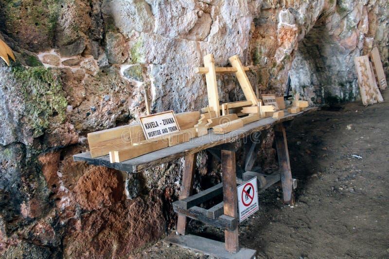 Las herramientas que fueron utilizadas para construir las naves en este astillero antiguo Alanya, Turquía foto de archivo