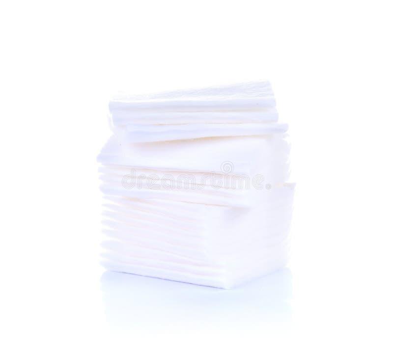 Las hojas de las esponjas de algodón aislaron el fondo blanco imagen de archivo libre de regalías