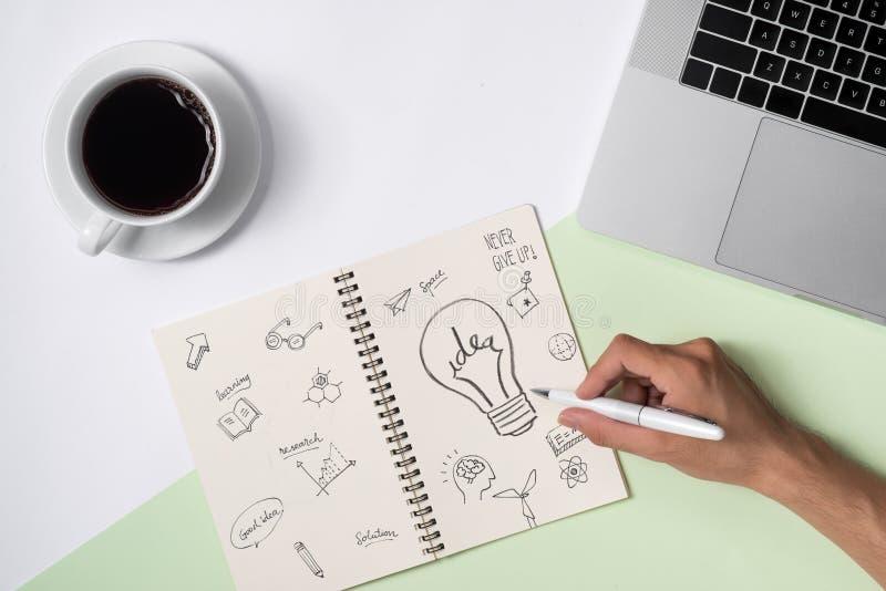 Las ideas del negocio, creatividad, inspiración y comienzan para arriba los conceptos, i foto de archivo libre de regalías