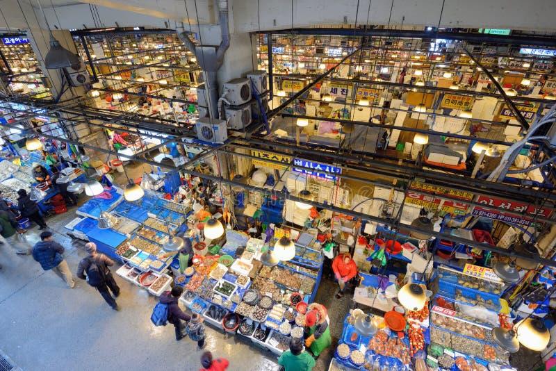 Las industrias pesqueras de Noryangjin venden al por mayor el mercado foto de archivo