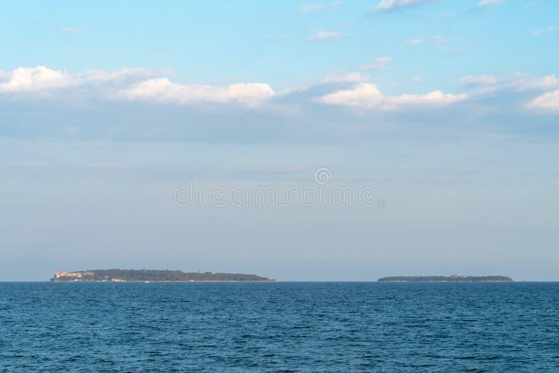 Las islas de Lerins, visión distante foto de archivo