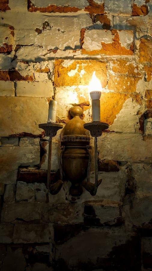 Las lámparas antiguas viejas parecen clásicas imagen de archivo