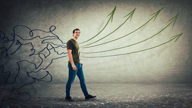 Las líneas del lío transforman en flechas rectas como ideas foto de archivo libre de regalías