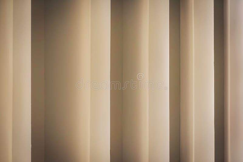 Las líneas y la sombra geométricas del modelo de la pared de los detalles de la arquitectura es fondo abstracto foto de archivo